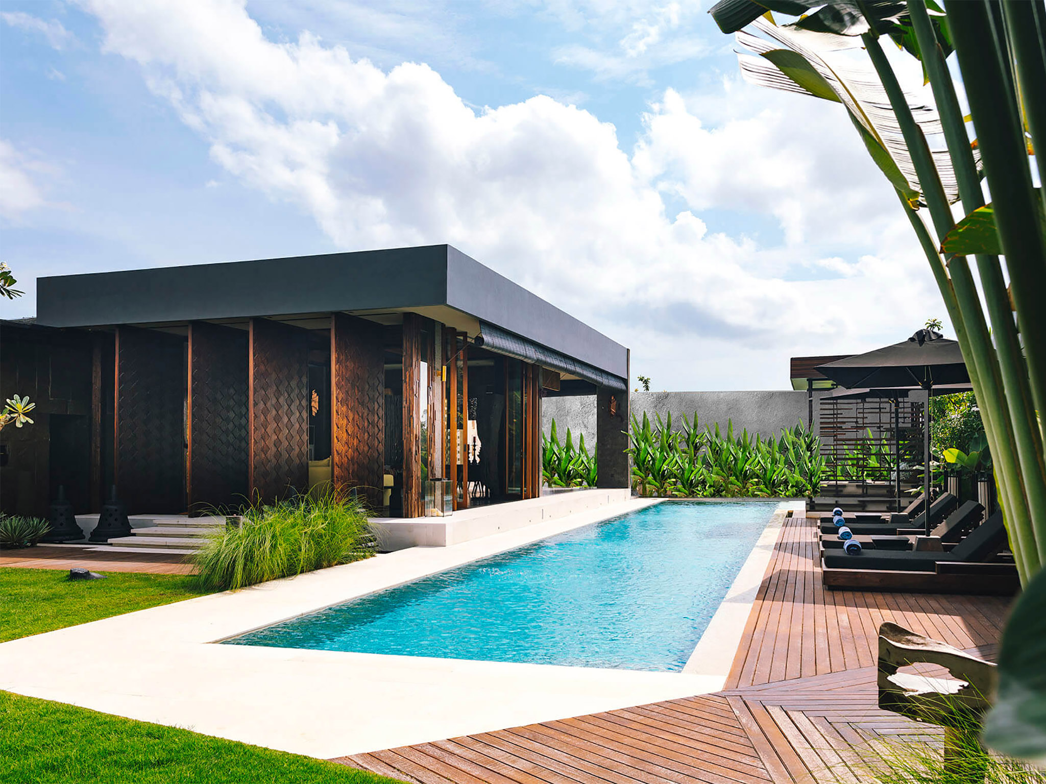 MODERN CONTEMPORARY CHIC VILLA IN  TRENDIEST UP COMING AREA IN BALI