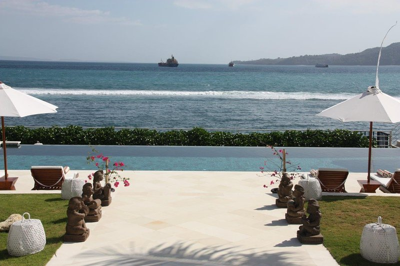 LUXURIOUS BEACHFRONT VILLA IN KARANGASEM  - EAST BALI